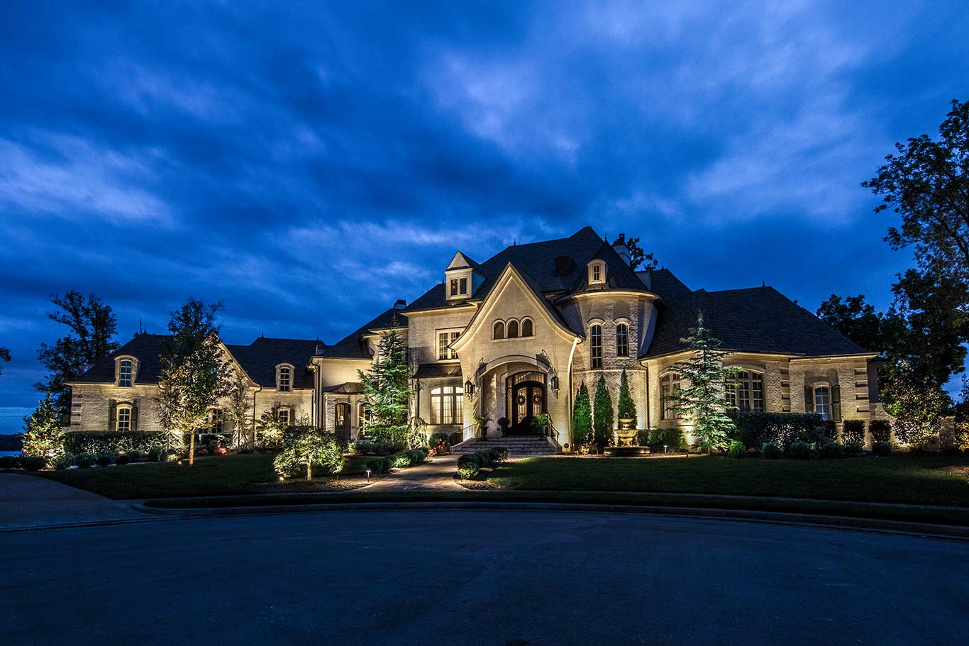 4 Ways to Increase Security at Home with Outdoor Lighting